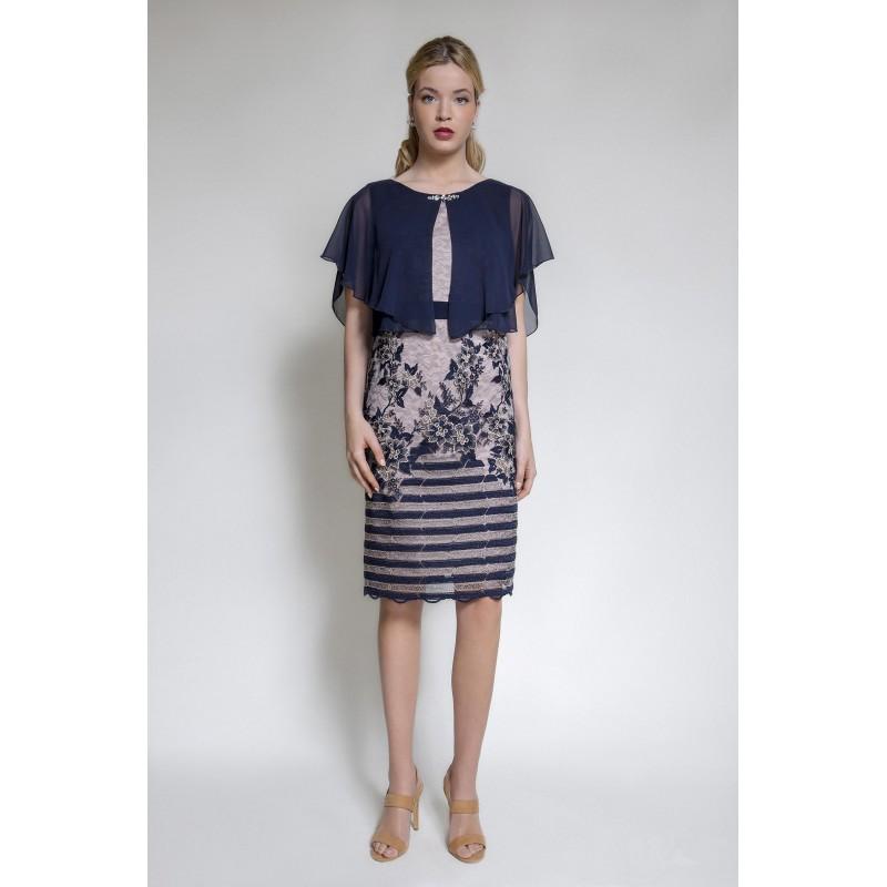 Φόρεμα δαντέλα με ενσωματωμένη μπέρτα